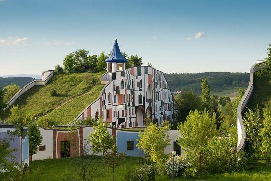 800px-Hotel_Therme_Rogner_Bad_Blumau_Kunsthaus